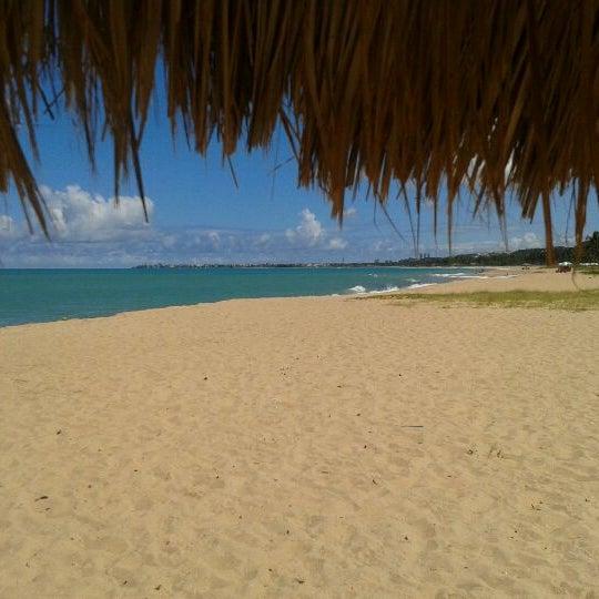 รูปภาพถ่ายที่ Praia de Guaxuma โดย Cláudia B. เมื่อ 4/18/2012