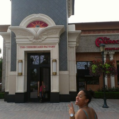 Photo taken at The Cheesecake Factory by Travis B. on 7/7/2012