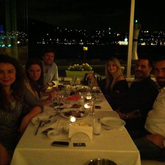 9/27/2011 tarihinde GucluGulanziyaretçi tarafından Akıntı Burnu Restaurant'de çekilen fotoğraf