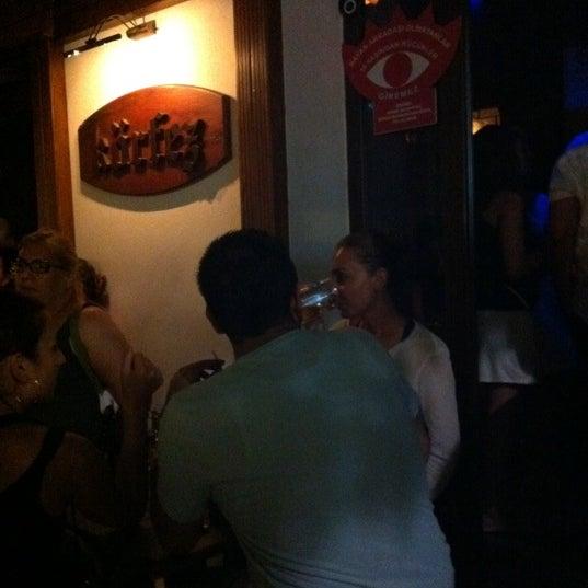 รูปภาพถ่ายที่ Körfez Bar โดย Birhan G. เมื่อ 8/6/2011