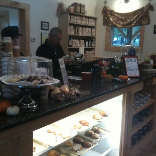 Foto tirada no(a) Red Barn Coffee At Angel's Cafe por Lindsay U. em 10/2/2011