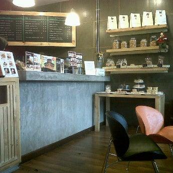 Photo taken at Coffee berry คอฟฟี่เบอรี่ by TOn P. on 10/31/2011