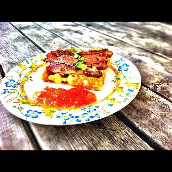 Foto tirada no(a) The Waffle Window por David M. em 11/4/2011