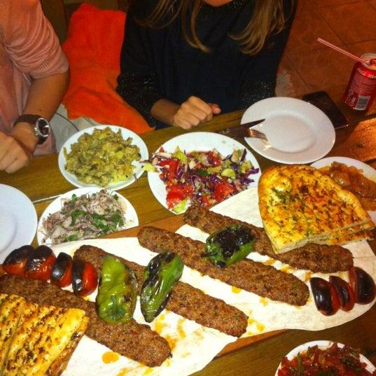 9/4/2012 tarihinde Gulsah A.ziyaretçi tarafından Adanalı Yusuf Usta'de çekilen fotoğraf