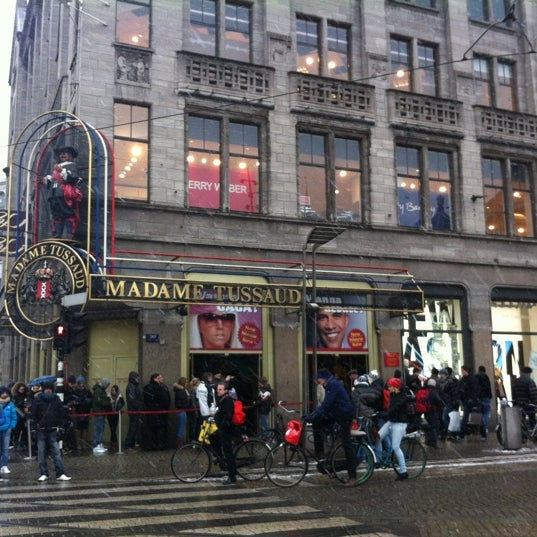 Photo taken at Madame Tussauds by Yessica d. on 2/12/2012