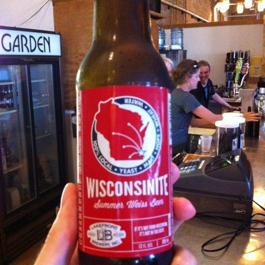 Photo prise au Lakefront Brewery par Sam B. le7/12/2012