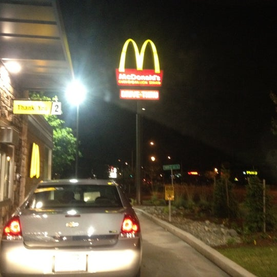 Photo taken at McDonald's by Jose Vonderric B. on 6/19/2012