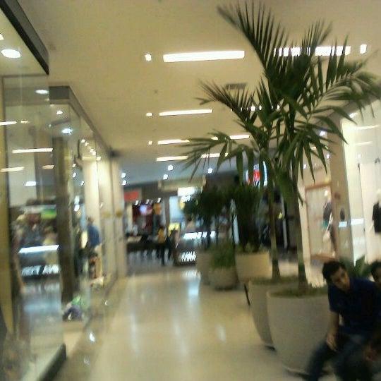 Foto tirada no(a) Partage Shopping São Gonçalo por Marcos P. em 5/29/2012