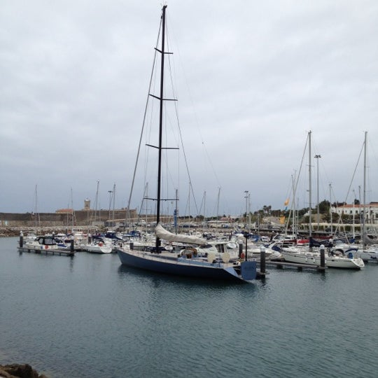 Foto tirada no(a) Porto de Recreio de Oeiras por Rui d. em 4/18/2012
