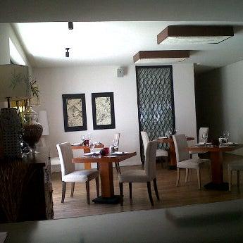 Снимок сделан в Shore House Lounge пользователем Heydar H. 3/26/2012