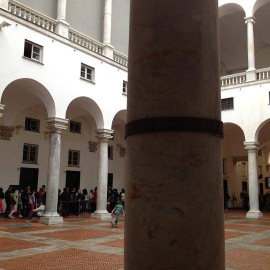 Foto scattata a Palazzo Ducale da Michela T. il 4/29/2012