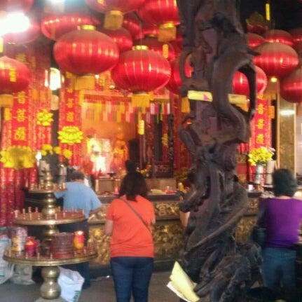 Photo taken at Kuan Yin Temple (觀音亭 Goddess of Mercy) by Kelly Chew on 8/8/2012