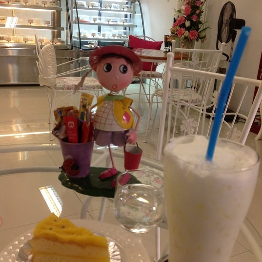 Photo taken at ร้านเนยหอม The Sweet-scented Bakery by Narissara y. on 4/27/2012