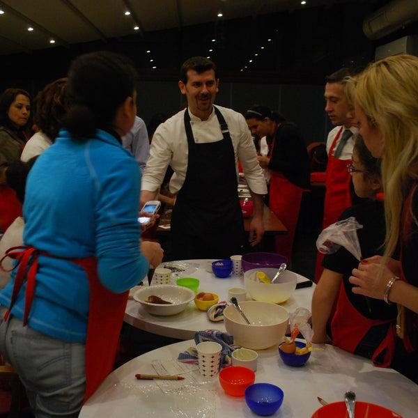 Şef Daniel Evangelista, İtalyan Tatlıları Kursu'nda öğrencileri ile birlikte... Kurs programlarından ilk siz haberdar olun. http://twitter.com/PeperoncinoAnk
