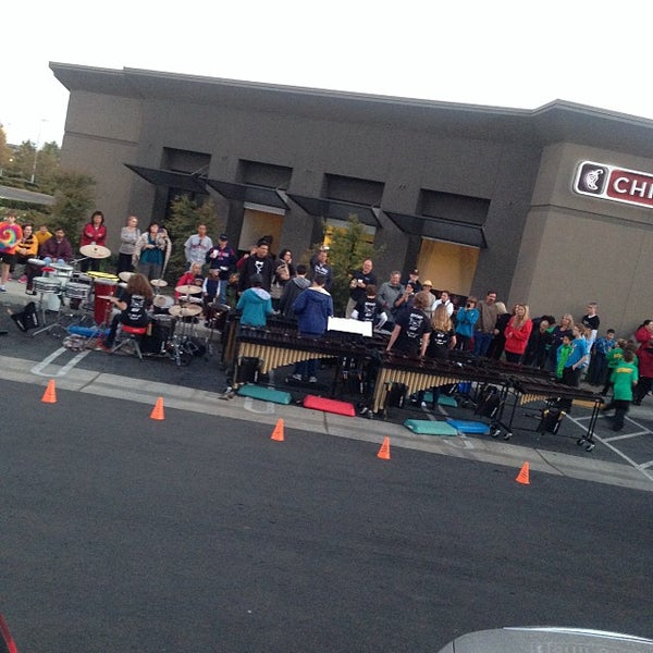 Photo taken at Chipotle Mexican Grill by Stone Protection Services A. on 10/29/2013
