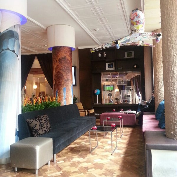 Un ambiente increíble. Concepto, servicio y un excelente restaurante reunidos.