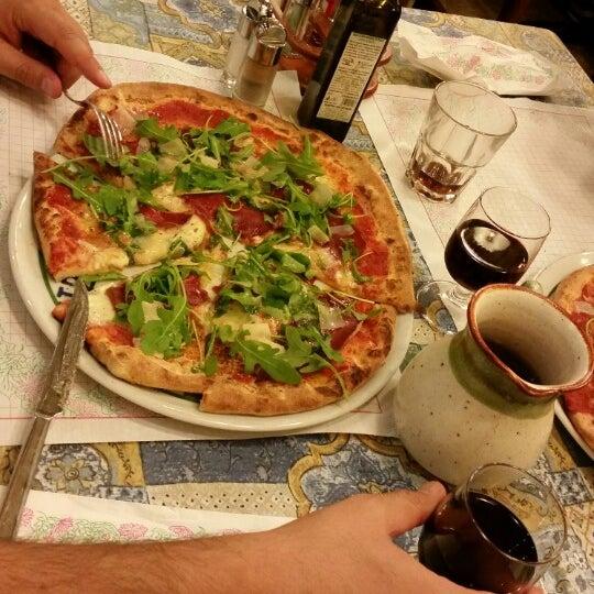 Photo prise au Pizzeria Cin Cin par izzet ö. le8/23/2014