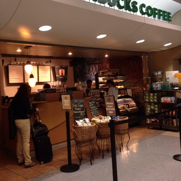 Photo taken at Starbucks by Aptraveler on 7/9/2014
