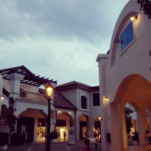 Photo taken at Fashion District - Molfetta Outlet by Patrícia T. on 8/21/2013