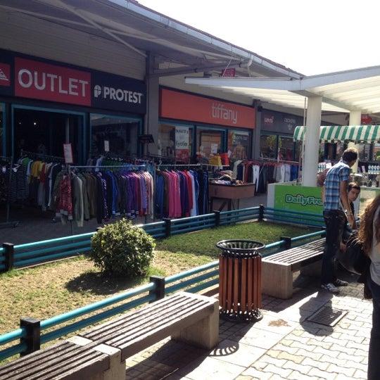 10/9/2012 tarihinde Talha C.ziyaretçi tarafından Outlet Center'de çekilen fotoğraf