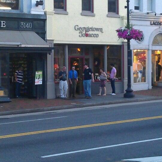 Photo prise au Georgetown Tobacco par Ray G. le5/22/2013