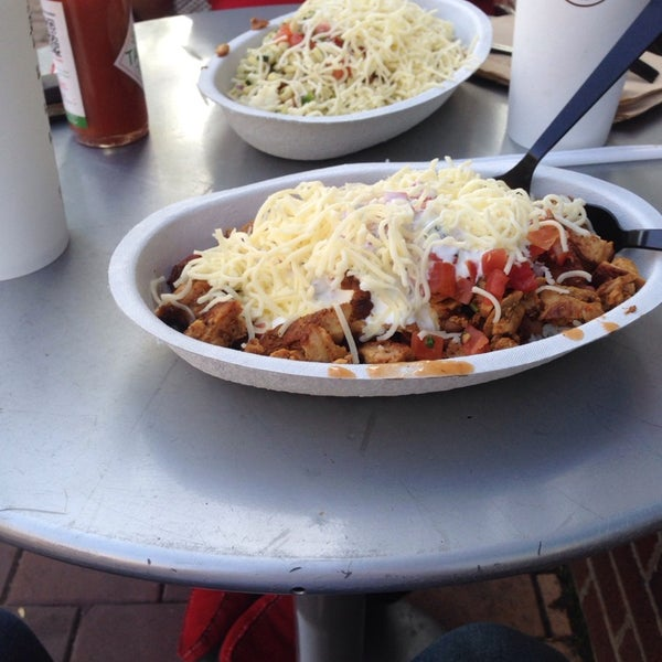Photo taken at Chipotle Mexican Grill by Turgut Ö. on 6/15/2014
