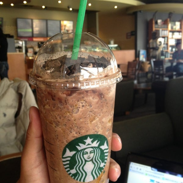 Photo taken at Starbucks by Victor D. on 7/16/2013