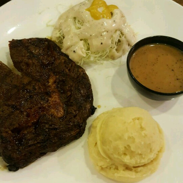 Photo taken at Melantak Steak Hub by azza hana a. on 3/25/2017