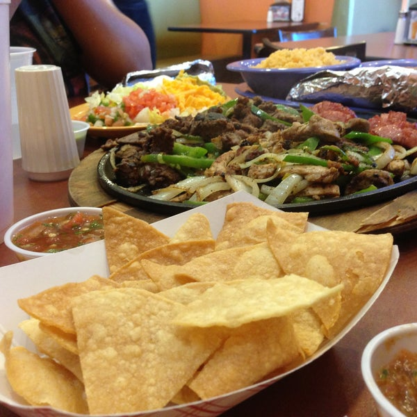 Photo taken at El Mariachi Cafe Y Bakery by PEPC C. on 4/14
