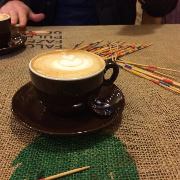 Foto tirada no(a) Sweet Cup por JULIAN 👁🗨 em 12/8/2016
