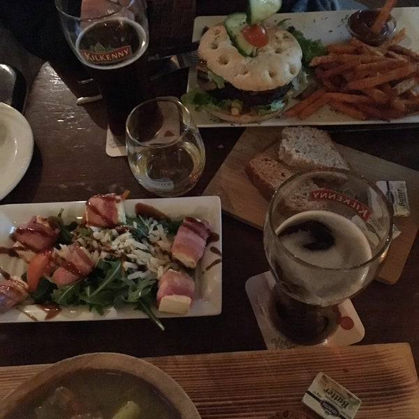 Beer, food and staff! Everything is perfect. A lot of people on Friday evening !
