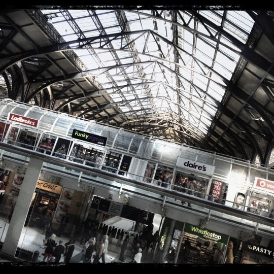 Photo taken at London Liverpool Street Railway Station (LST) by Djaia on 9/22/2012