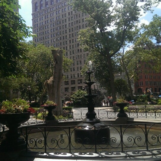 Foto diambil di Madison Square Park oleh Shelby K. pada 7/6/2013