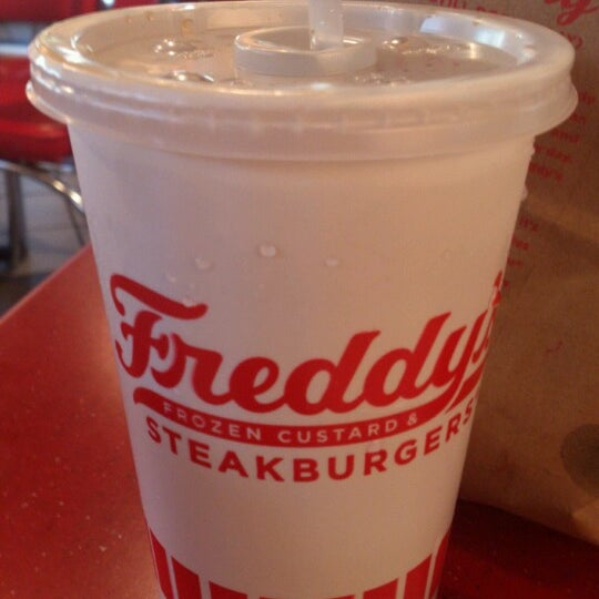 Photo taken at Freddy's Frozen Custard and Steakburgers by Israel D. on 10/31/2012