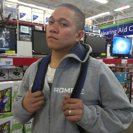 Photo taken at Sam's Club by Ronalyne L. on 12/11/2012