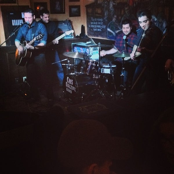 Foto scattata a The Old Triangle Irish Alehouse da Ryan M. il 2/1/2014