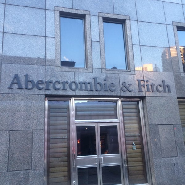 Photo taken at Abercrombie & Fitch by HATSUMI on 1/20/2014