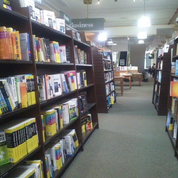 Foto tomada en Barnes & Noble por Talha S. el 5/6/2013