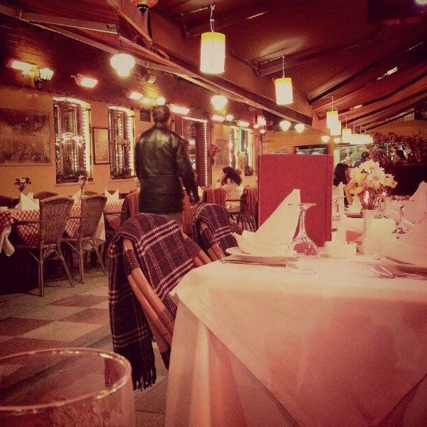 12/8/2012 tarihinde Özlem Ö.ziyaretçi tarafından Cozy Bar&Restaurant'de çekilen fotoğraf