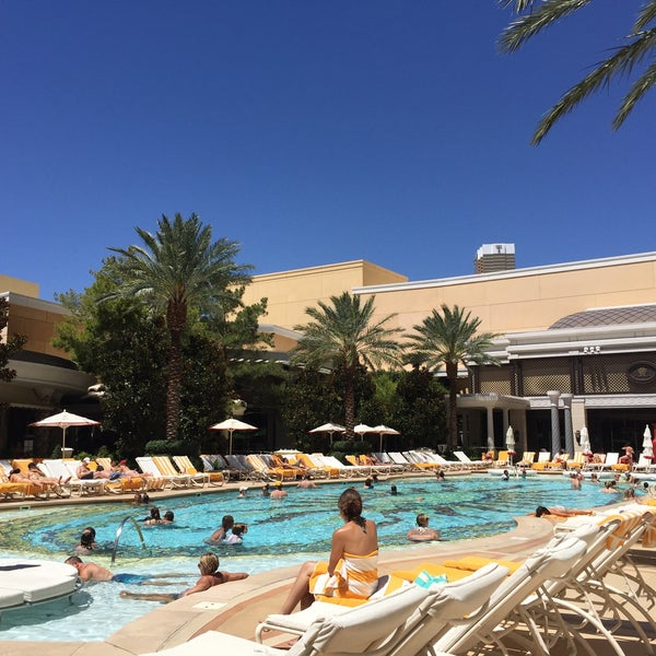 Photos at encore resort pool the strip 3131 las vegas for Pool show las vegas 2016