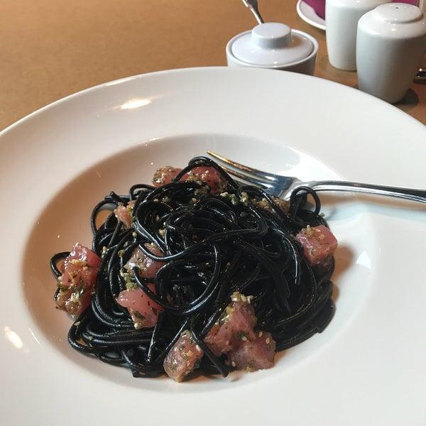 Photo taken at do eat by Inga I. on 3/21/2017