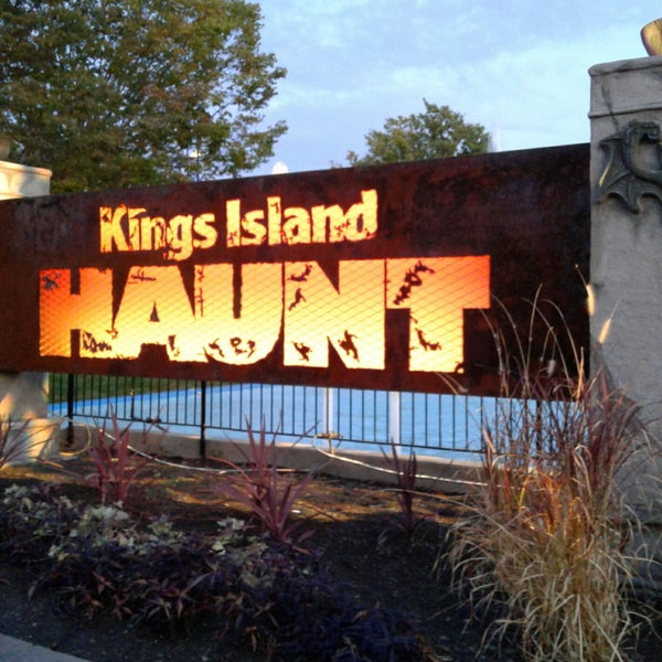 photo taken at halloween haunt by heather s on 10142017