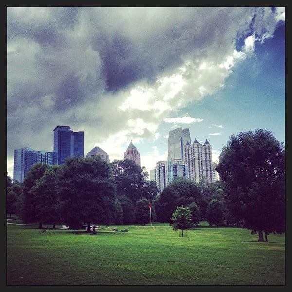 รูปภาพถ่ายที่ Piedmont Park โดย Jonas W. เมื่อ 7/15/2013