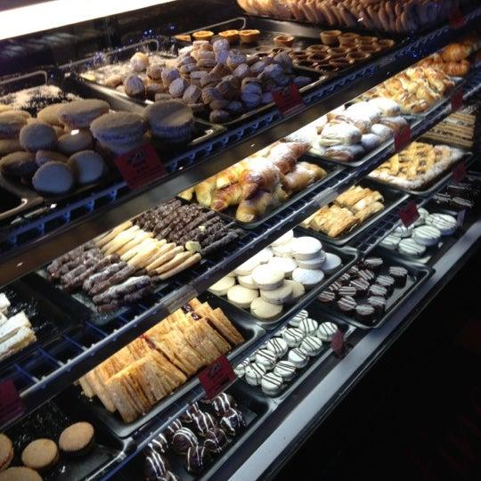 12/2/2012 tarihinde JC C.ziyaretçi tarafından Argentina Bakery'de çekilen fotoğraf