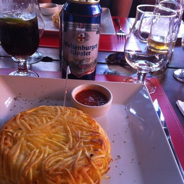 Foto tirada no(a) Rostie Restaurant por Ana Maria 🍂 F. em 1/1/2013