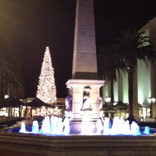 Photo taken at Fashion Island by Victor V. on 12/13/2012