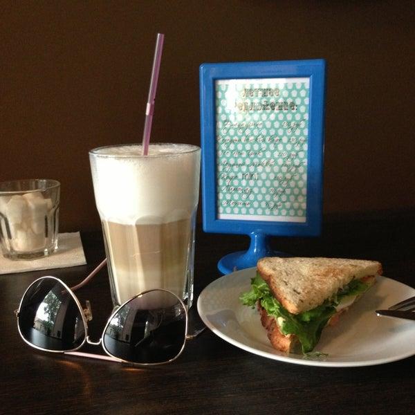 Снимок сделан в Good Morning Coffee пользователем Oksana D. 5/16/2013