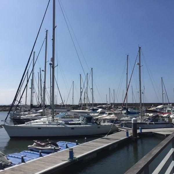 Foto tirada no(a) Porto de Recreio de Oeiras por Ana V. em 5/15/2016