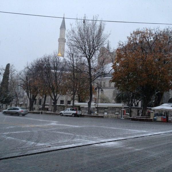 Das Foto wurde bei Ayasofya Hürrem Sultan Hamamı von Hüseyin👓👓 am 12/20/2012 aufgenommen