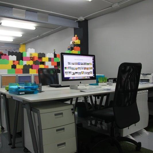 Oficina zona creativa la mejor silla sin duda.
